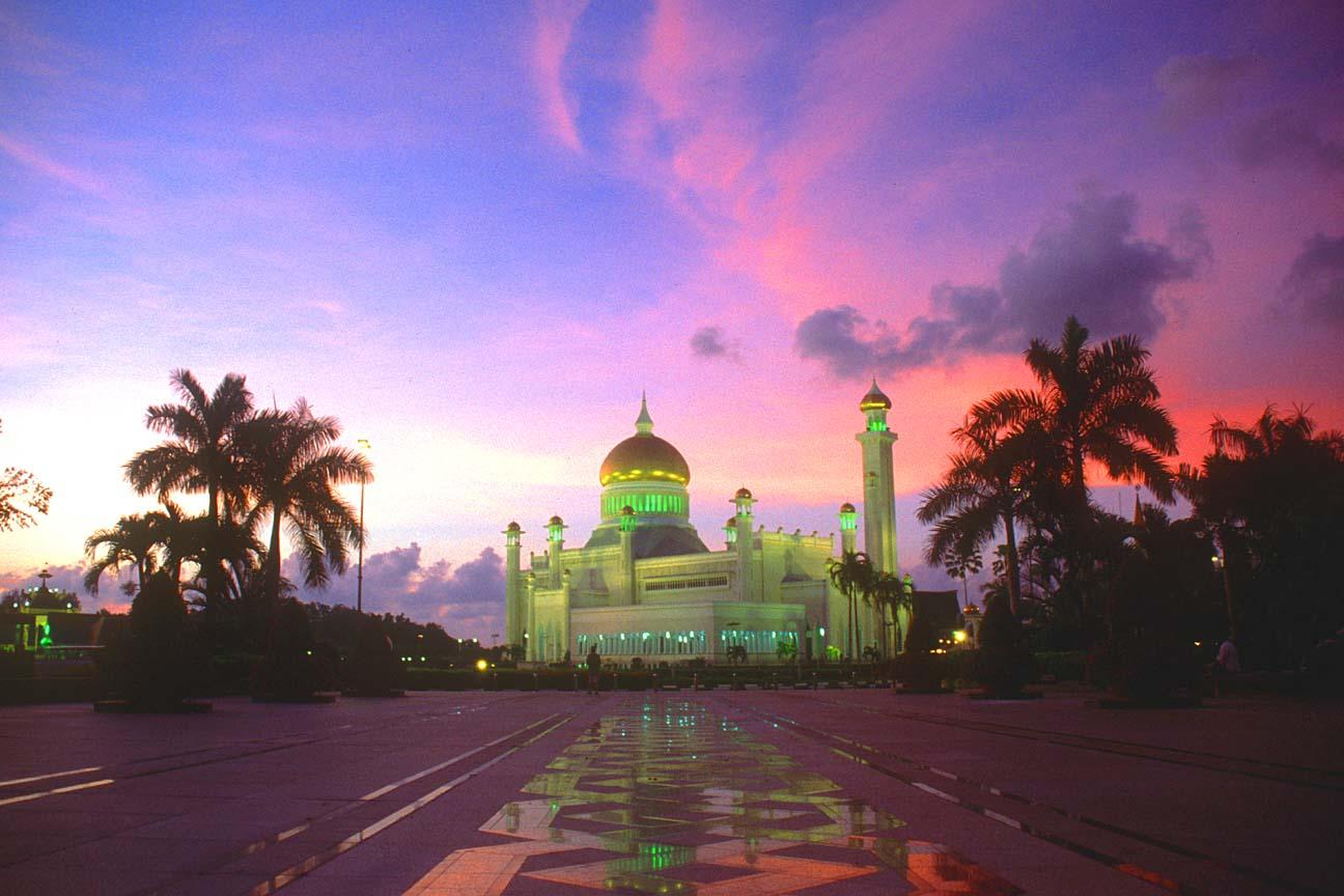 BWN20Brunei20Bandar20Seri20Begawan20Omar20Ali20Saifuddien20Mosque20at20sunset20b - Beautiful Mosque