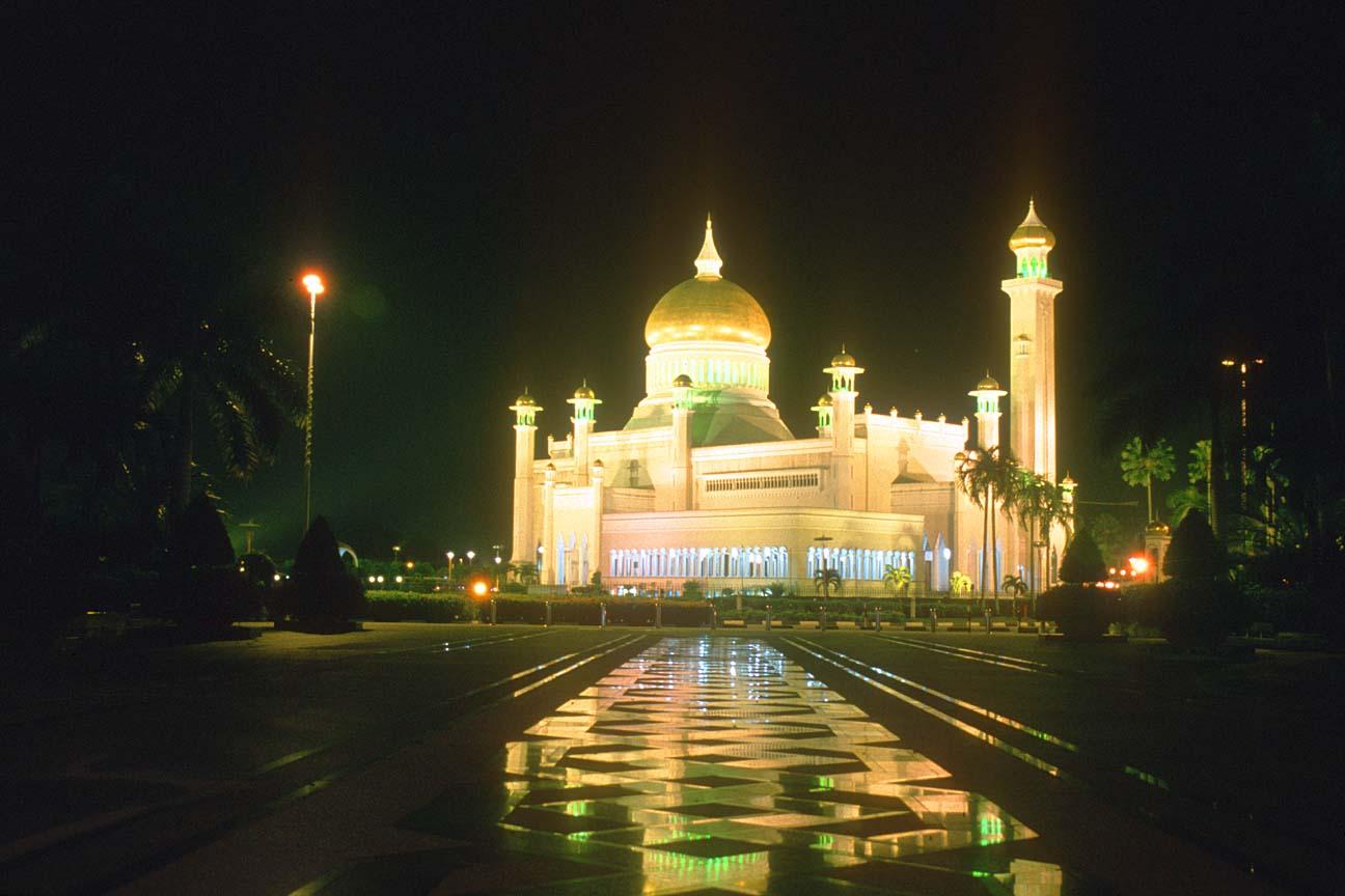 BWN20Brunei20Bandar20Seri20Begawan20Omar20Ali20Saifuddien20Mosque20by20night20b - Beautiful Mosque